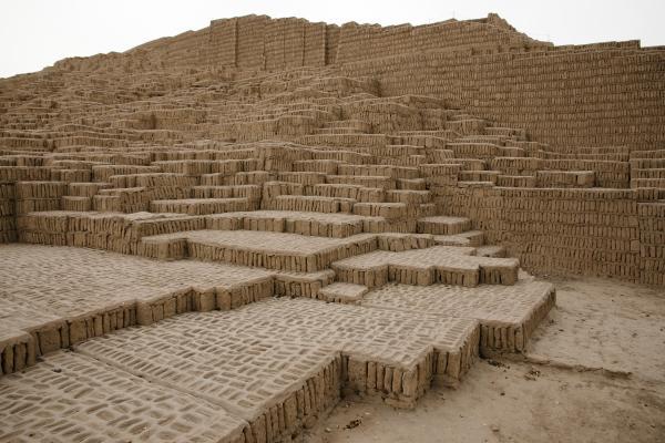 Cena vista piramide