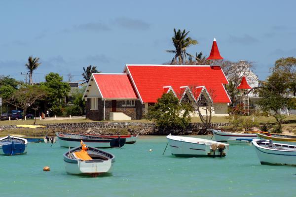 La chiesetta dal tetto rosso